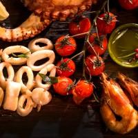Комбинирано плато от октопод, скариди и калмари