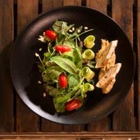 Микс от свежи салати с хумус