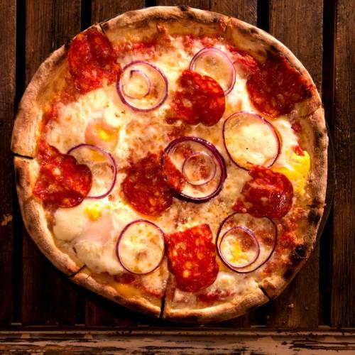Пица с пъдпъдъчи яйца